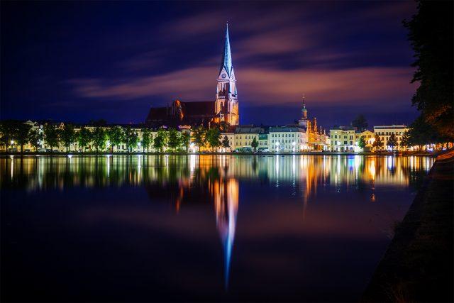 Schweriner Dom bei Nacht